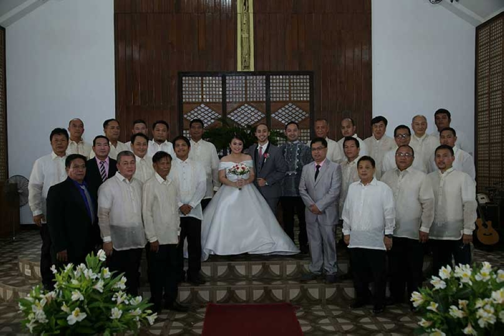 The newly-weds with male principal sponsors (Leo Vision Photo)