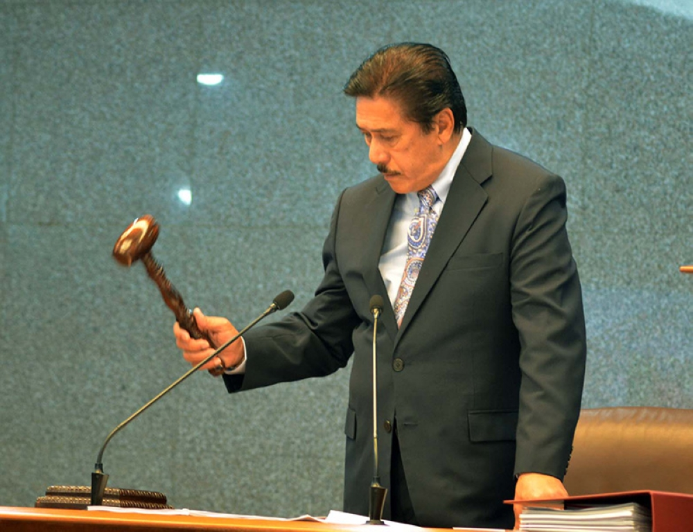 MANILA. Newly elected Senate President Vicente Sotto III bangs the gavel shortly after he was sworn as the 29th Senate leader. (Alfonso Padilla/SunStar Philippines)
