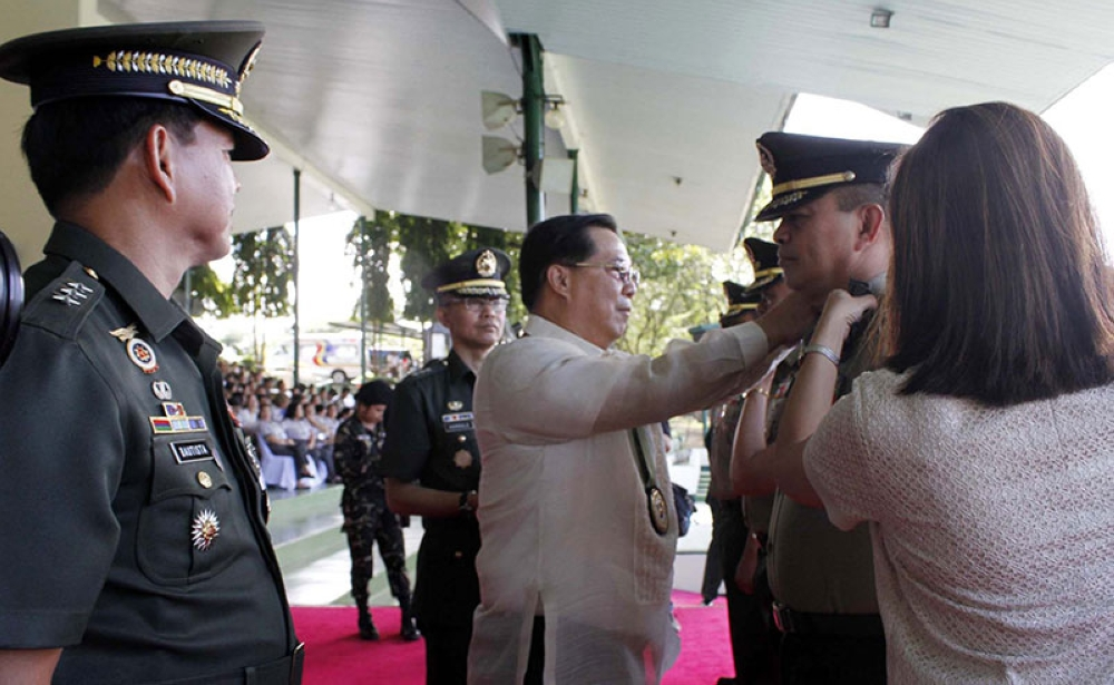 MANILA. Undersecretary Cardozo M. Luna leads the donning of ranks of newly promoted officers and enlisted personnel at the Camp Fort Bonifacio on Tuesday, May 22, 2018. (Alfonso Padilla/SunStar Philippines)