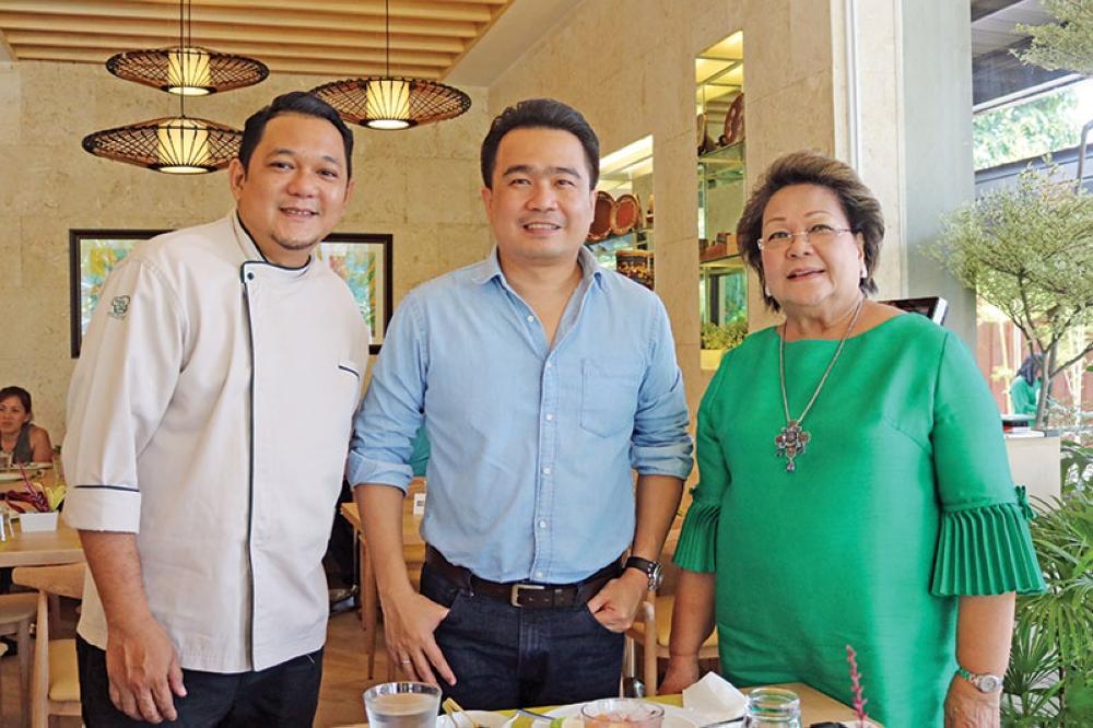 (From left) Chef Raki Urbina, Vice Mayor Bernard Al-ag, Laguna Group CEO Julita Urbina. (Photos by Mark Perandos and Cafe Laguna)
