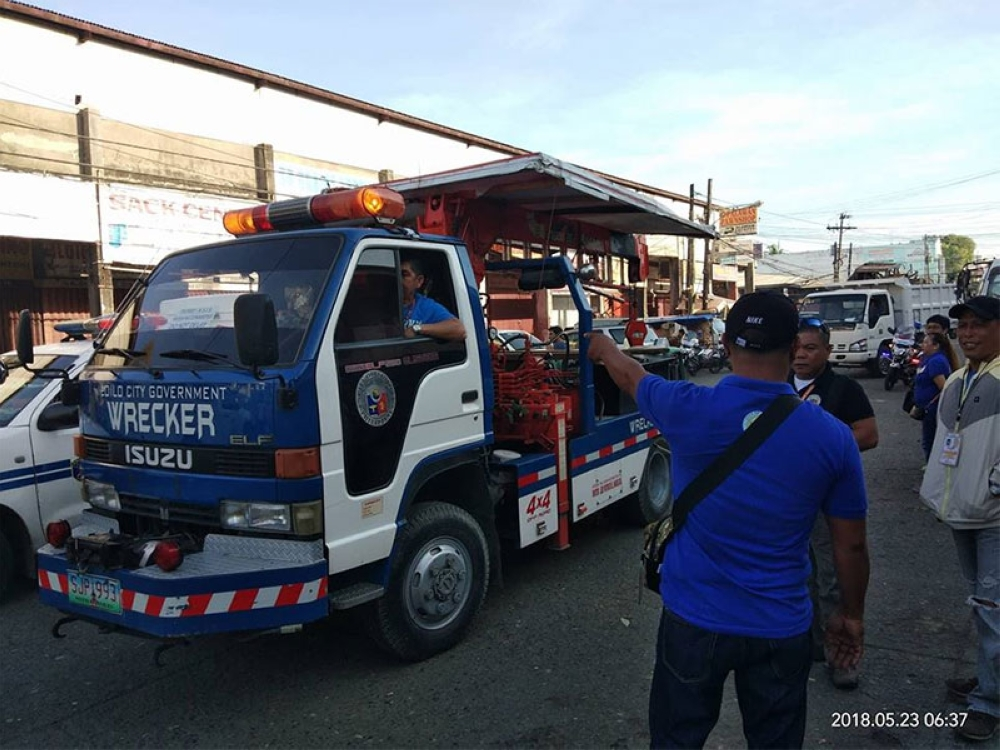 ILOILO. Personnel of the Iloilo City Public Safety Transportation Management Office and Local Economic and Enterprise Office clear the Iloilo Terminal Market of obstructions. (Photo from Iloilo City Government)