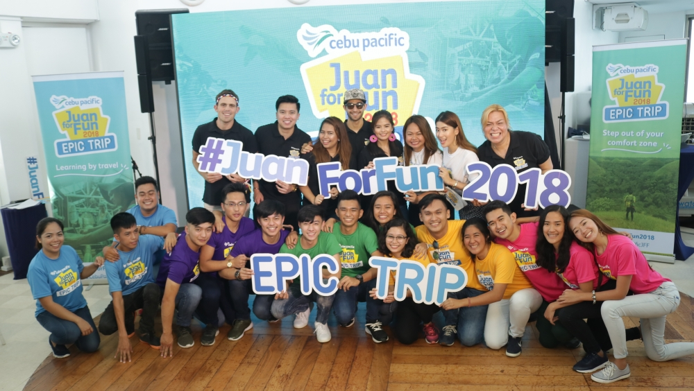 """DAVAO. Before adventure begins, Juan For Fun 2018 participants posed for a photo with CEB director for marketing Blessie Cruz and travel coaches namely celebrity and travel vlogger Bea Binene, social media personality Baninay Bautista, travel writer Jude Bacalso, vlogger Kimpoy Feliciano, YouTube creator and travel personality Wil Dasovich, and Becoming Filipino's Kyle """"Kulas"""" Jennermann. (Ace June Rell S. Perez)"""