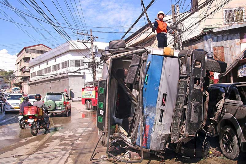 BAGUIO. The recent accident along Buhagan Road (Bokawkan) involving a heavily loaded cargo truck has caused Baguio councilors to make drastic moves in a bid to make the road safe to motorists and pedestrians. (SSB file photo)