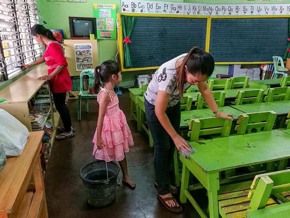 CEBU. Teachers and students prepare the classroom at the City Central School for the opening of classes Monday, June 4, 2018. (Arni Aclao/SunStar Cebu)