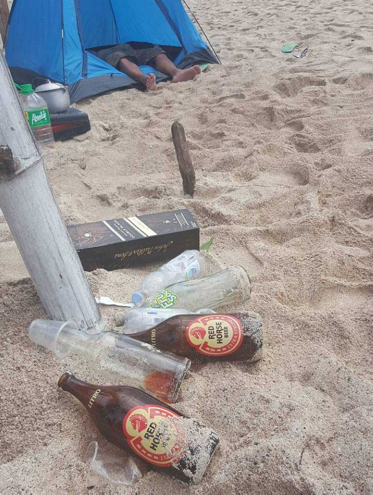 TRASH ON DAHICAN BEACH. Every white sand destination is trying to become the next Boracay as the high-tourist traffic destination is closed for a major cleanup. This Netizen, Bugsy Zamora, however posted disturbing photos of garbage strewn on popular Dahican beach in the City of Mati.