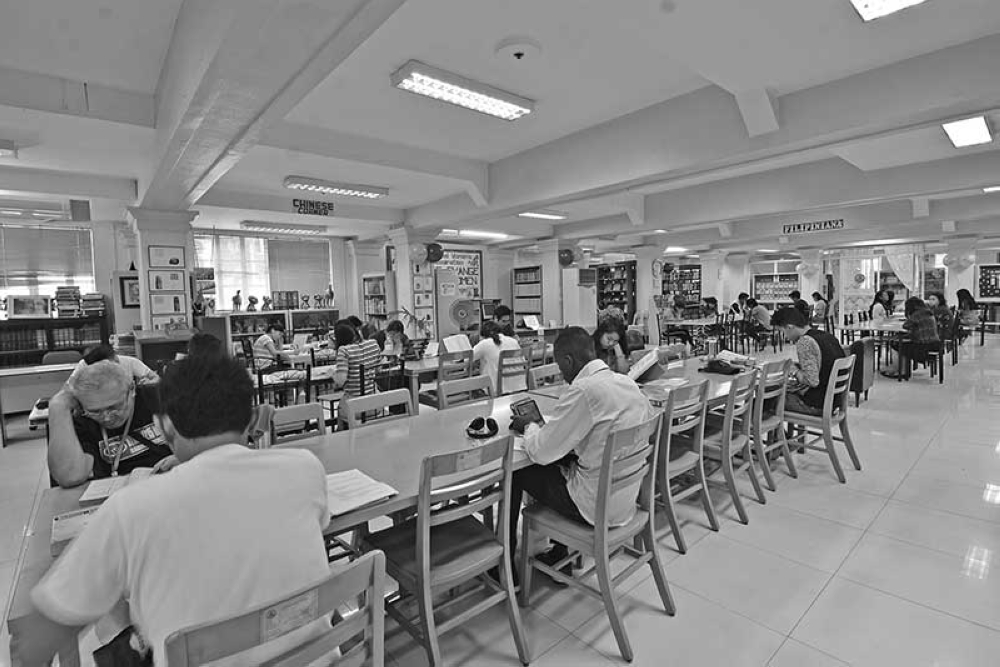 DONATE BOOKS. While the Dr. Jose Rizal Public Library is setting the standards with its 24/7 operations, many public libraries can benefit from book donations and other interactive services, such as storytelling sessions, to infect the public, especially the youth, into becoming lifelong partners. (File Photo)