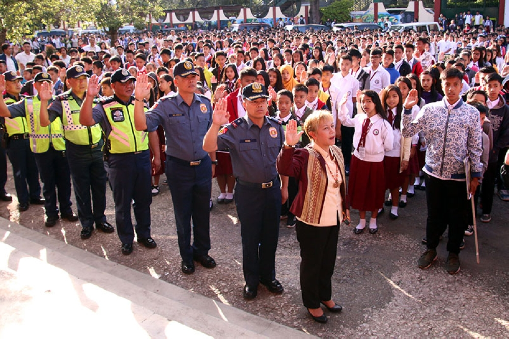 SCHOOL VISITATION. Newly installed Police Regional Office – Cordillera regional director Chief Supt. Rolando Nana joins students and teachers from Baguio City National High School during Tuesday's flag ceremony as part of the police's campaign on 'Ligtas Balik Eskwela 2018.' (Milo Brioso)