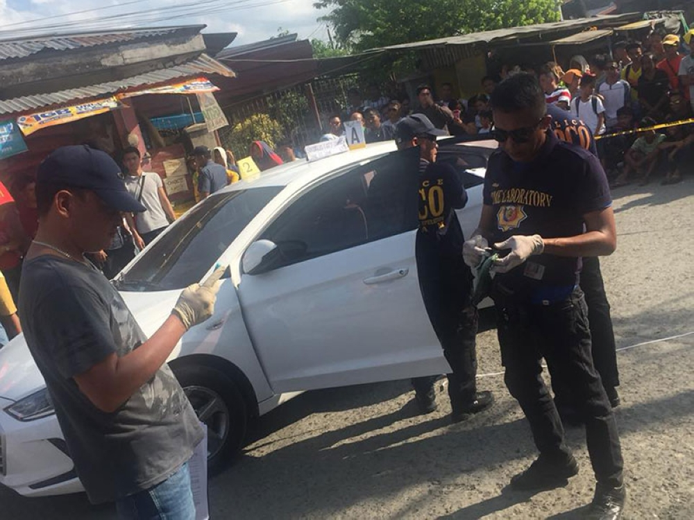 DAVAO. Police inspect the vehicle of journalist Dennis Denora after motorcycle-riding assailants shot him dead Thursday, June 7, 2018 in Panabo City, Davao del Norte. (Grabbed from Octavio Valle's Facebook)