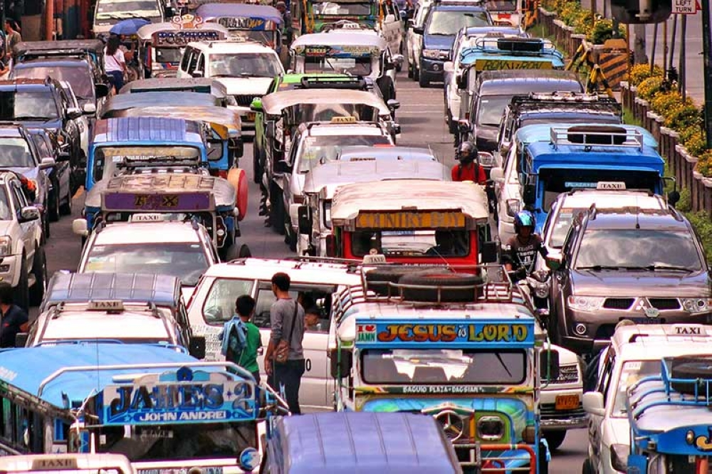 BAGUIO. As students troop to the different public schools in the city, bumper to bumper traffic is expected along the major thoroughfares of Baguio. City officials have yet to implement a permanent solution that will help ease traffic along the central business district. (Milo Brioso)