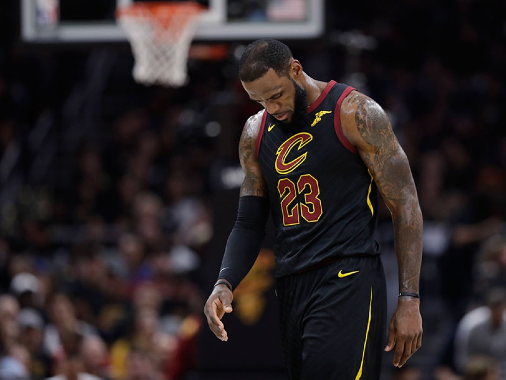 CLEVELAND. Cleveland Cavaliers' LeBron James walks to the bench during the first half of Game 4 of basketball's NBA Finals against the Golden State Warriors, Friday, June 8, 2018, in Cleveland. (AP)