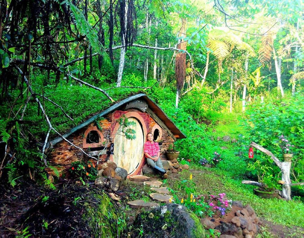BUKIDNON. DIY Hobbit house built by Benjamin Torregosa Maputi Jr. located within Mt. Kitanglad Agro-Eco Farm in Malaybalay City, Bukidnon. (Photo from Benjamin Maputi Jr.'s Facebook account)