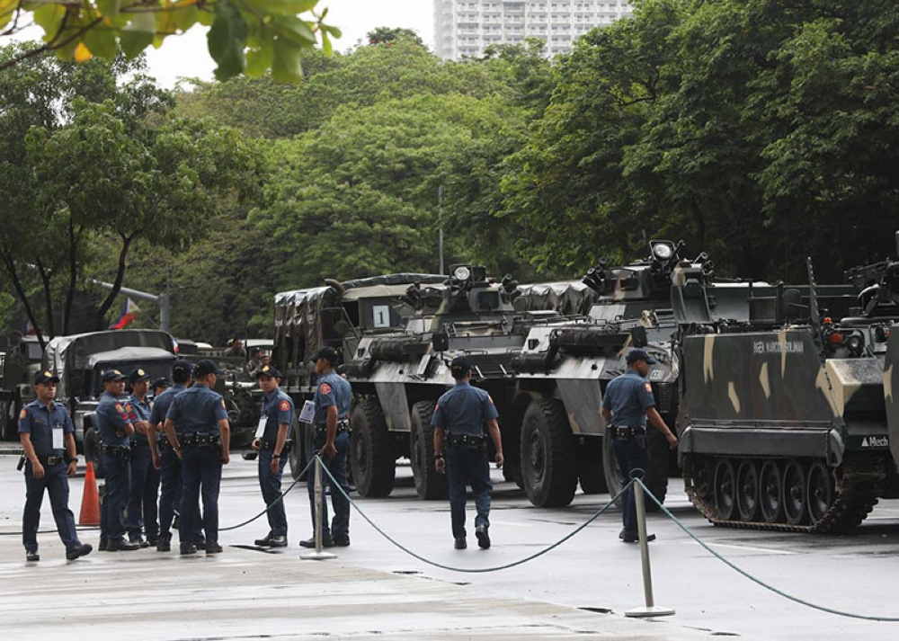 MANILA. The Philippine National Police deploys personnel for a military parade rehearsal near Quirino Grandstand at the Rizal Park in Manila on Monday, June 11, 2018, despite heavy monsoon rains and thunderstorms, in preparation for the 120th Independence Day celebration on June 12. (PNA Photo)