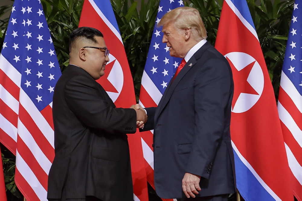 SINGAPORE. US President Donald Trump shakes hands with North Korea leader Kim Jong Un at the Capella resort on Sentosa Island Tuesday, June 12, 2018 in Singapore. (AP)