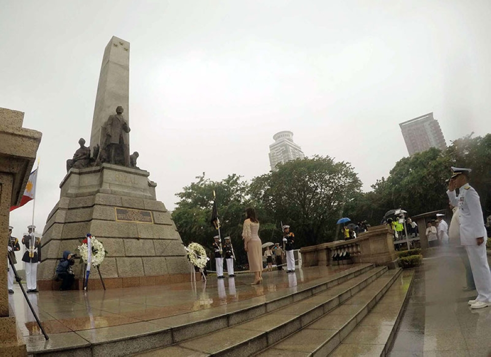 DESPITE the monsoon rains, Vice President Maria Leonor
