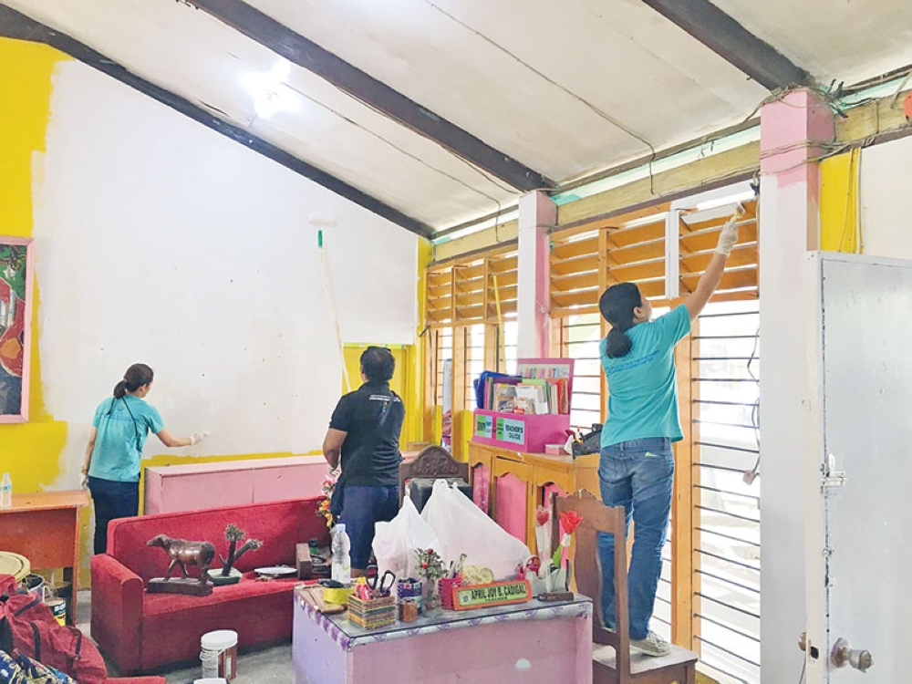 DAVAO. Architects join other volunteers in sprucing up classrooms in Panabo National High School.