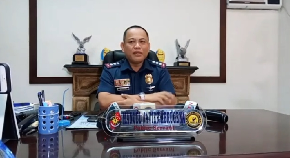 CEBU. Police Provincial Director Manuel Abrugena says slain police officer Jonathan Tilos was a friend of self-confessed drug lord Franz Sabalones. (Photo grabbed from Kevin A. Lagunda Facebook live post)