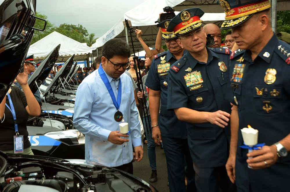 MANILA. Philippine National Police chief Oscar Albayalde (right) inspects the new police cars along with other police officials and Quezon City Mayor Herbert Bautista (left) on Thursday, June 14, 2018. (Alfonso Padilla/SunStar Philippines)