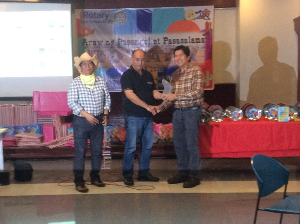 PAMPANGA. District Governor Boboy Valles and President Fer Caylao congratulate outstanding Club Secretary Past President Alex Patio. (Contributed Photo)