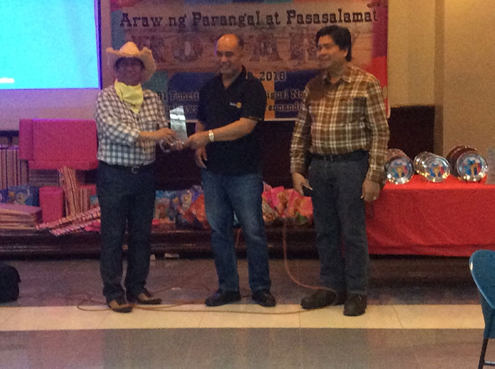 PAMPANGA. RCSF President Fer Caylao receives a citation from District Governor Boboy Valles. (Contributed Photo)