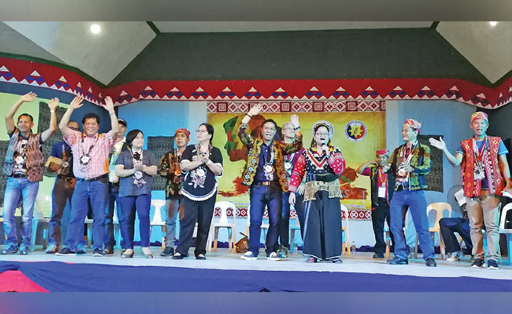 DAVAO. South Cotabato Governor Daisy Avance-Fuentes and Philippine Sports Commission (PSC) Commissioner Charles Raymond A. Maxey join other local government officials and Provincial Board members in singing