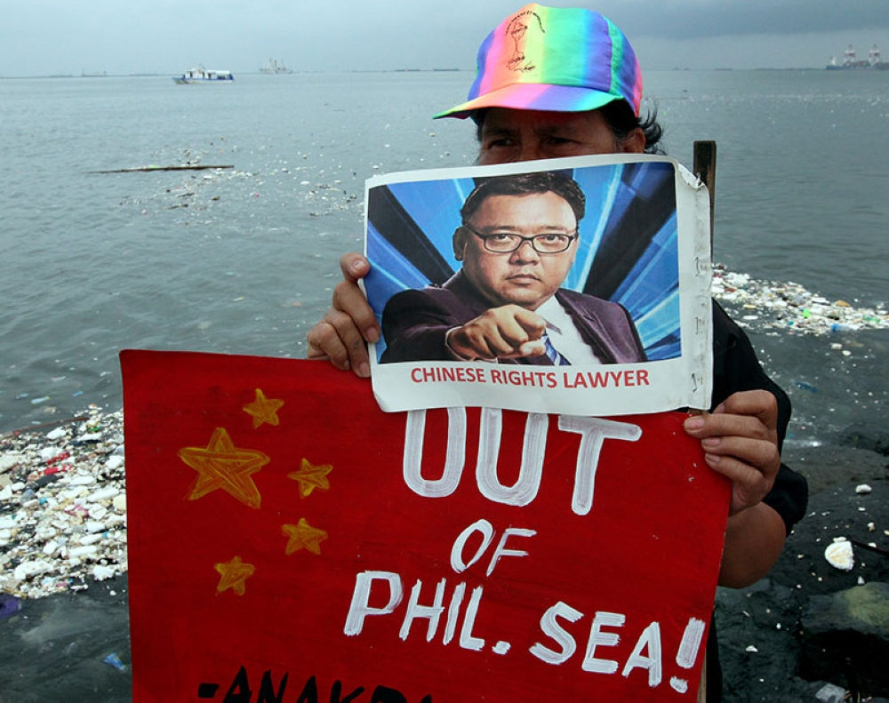 MANILA. A few activists protest Chinese control over the West Philippine Sea at the Manila Bay on Thursday, June 14, 2018. (Alfonso Padilla/SunStar Philippines)