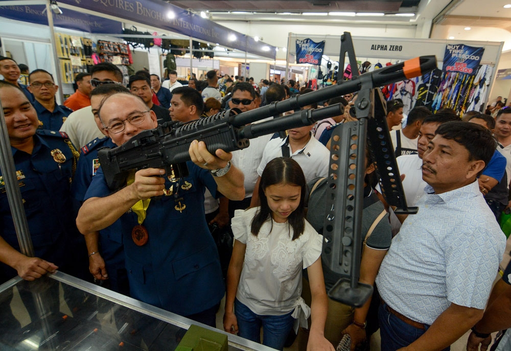 Header. Police Director General Oscar Albayalde, the PNP chief, tries one of the firearms that are on display at the ARMSCOR Tactical, Survival and Arms Expo in SM City Cebu Trade Hall, which runs until June 18. (SunStar Foto/Arni Aclao)