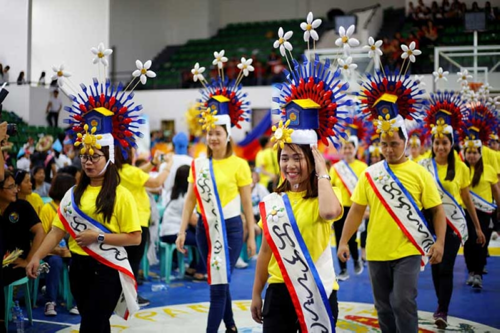 PAMPANGA. Participants show off their Freedom Day headdresses during the Independence Day tilt at the Bren Z. Guiao Convention Center. (CSF-CIO)