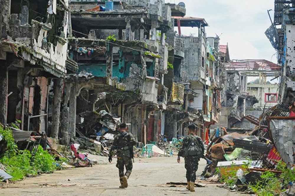 CAGAYAN DE ORO. Soldiers walking along the war-ravaged Marawi City after several months of siege. (SunStar File Photo)