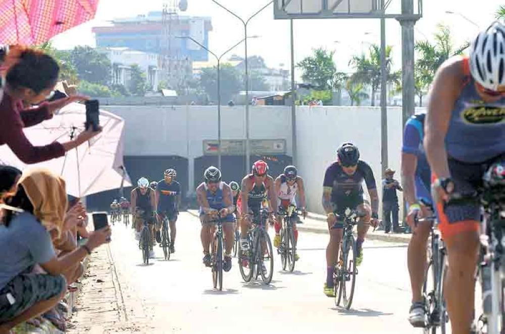 CEBU. Participants during the bike race in last year's Ironman. (SunStar File Photo)