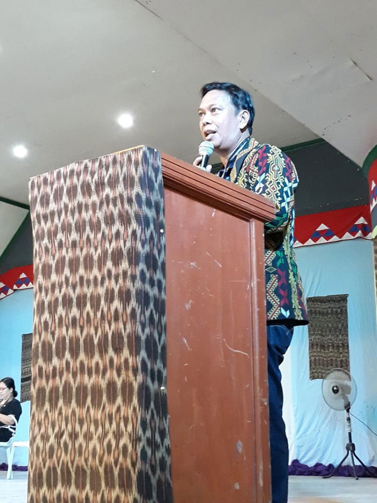SOUTH COTABATO. Philippine Sports Commission (PSC) Commissioner Charles Raymond Maxey, during the opening ceremonies held June 14, thanks participants and hosts of the 2nd Indigenous Peoples Games held at the Municipality of Lake Sebu gym in South Cotabato. (Marianne L. Saberon-Abalayan)