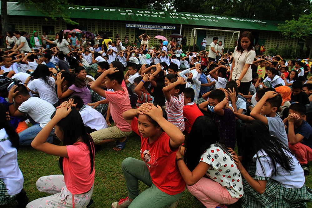LANAO DEL NORTE. Some 1,000 students of Rufo del Cruz Integrated School and volunteer residents of Tubod, Lanao del Norte participated in the nationwide simultaneous earthquake drill on Thursday afternoon, June 21. Tubod was chosen as the centerpiece of earthquake drill in Northern Mindanao. (Richelieu Umel)