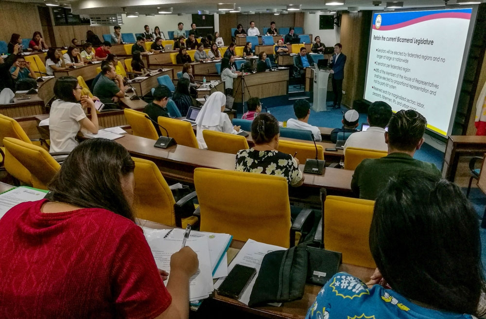 Choices. In last Friday's Understanding Choices Forum hosted by the Ramon Aboitiz Foundation Inc., participants heard about how federalism would affect the private sector. (SunStar Foto/Arni Aclao)