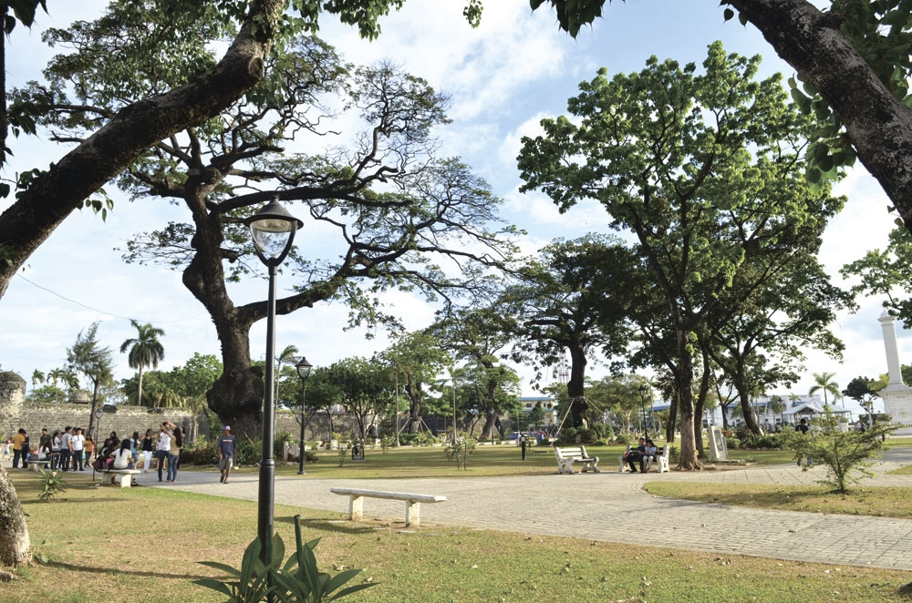Concert at the park. A rock concert that attracted a huge crowd during this year's Sinulog left some of the plants and ornaments of Plaza Independencia damaged. (SunStar File)