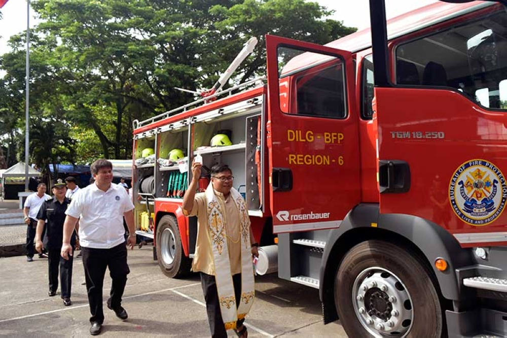 SILAY CITY. Silay City Mayor Mark Golez leads (second from right) the turnover of the new Rosenbauer firetruck from the Bureau of Fire Protection (BFP) headquarters to BFP-Silay headed by Inspector Jovelyn Zamar during the rites at the public plaza Monday, June 25.