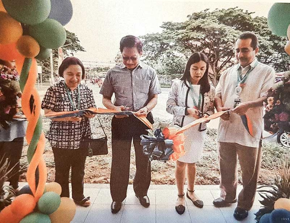 Marayo Bank officials Lucia Villafranca and Franklin Fuentevella, with San Carlos First Lady Rizza and Mayor Gerardo Valmayor during the opening of the 10th branch of Marayo Bank in San Carlos City recently (SunStar Bacolod)