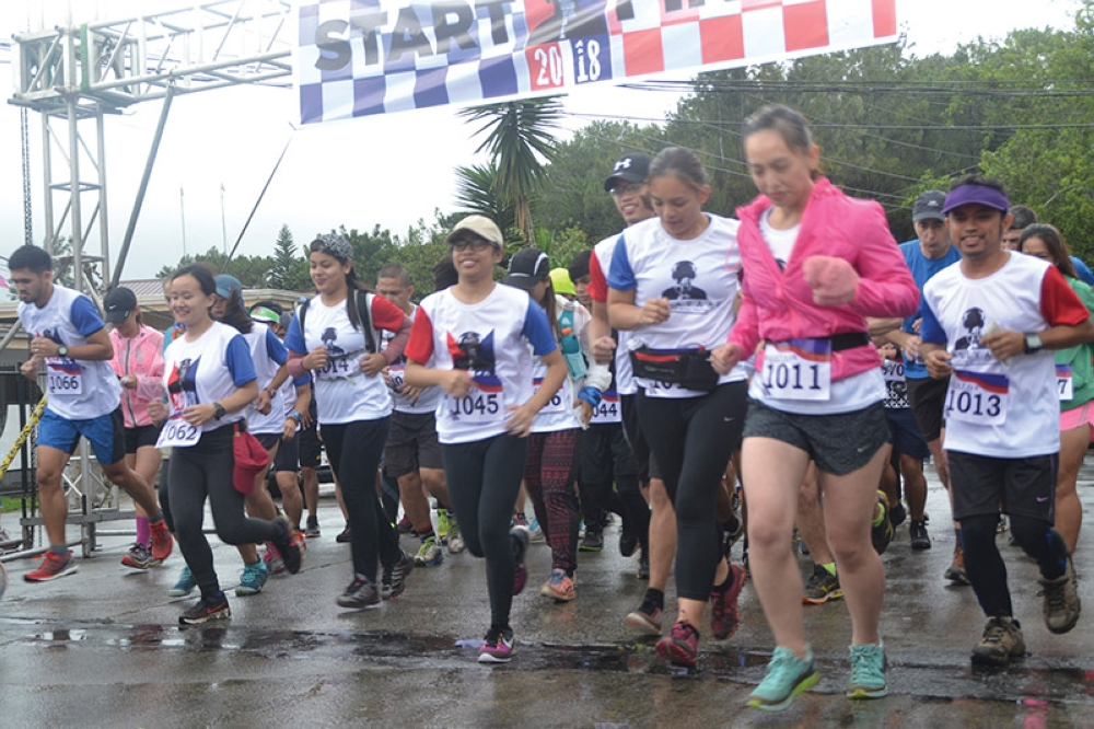 BAGUIO. In spite of the inclement weather, runners brave the rain and cold during the Kalayaan Trail Run along the Scout Barrio and Camp John Hay Trails. The event aims to raise funds for dialysis patients of Baguio General Hospital. (Joseph Zambrano)
