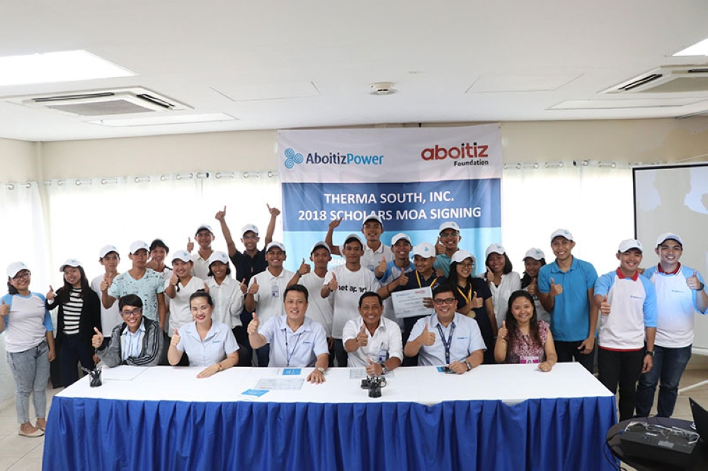DAVAO. Scholars of AboitizPower subsidiary Therma South, Inc. and Aboitiz Foundation, Inc. with (front row L-R) TSI Corporate Social Responsibility Specialist Lou Jason Deligencia, TSI Human Resources and Quality Manager Rhowena Panizales, TSI Vice President and Plant Manager Valentin Saludes III, Binugao Punong Barangay Remegio Saniel, TSI Manager for Reputation and Stakeholder Management Jason Magnaye, and USeP Scholarship Coordinator John Paullette Viernes. (Photo contributed by Therma South)
