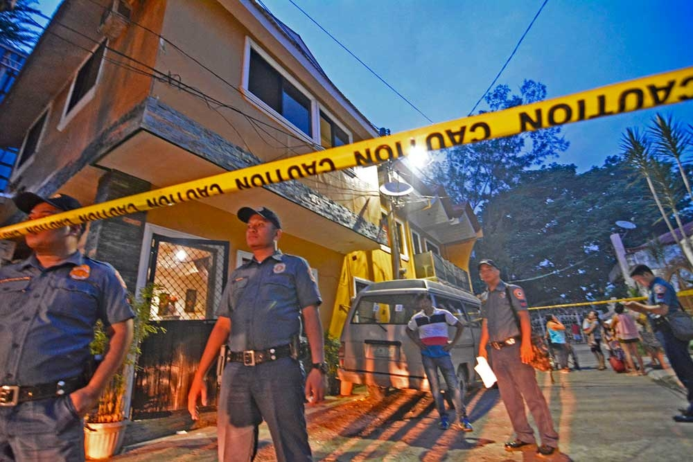 ATTACKED AT HOME. Officers from the Guadalupe Police Station stand outside the house of lawyer Salvador Solima (inset) and his wife Verose, who were shot inside before 6 p.m. Monday. SUNSTAR FOTO (AMPER CAMPAÑA)