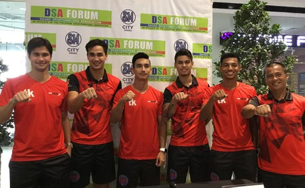 BATTLE READY. Members of the Davao Aguilas Football Club show the President Rodrigo Duterte fist sign during a photo opportunity after their guesting at the Davao Sportswriters Association (DSA) Forum at The Annex of SM City Davao yesterday. From left, Phil Younghusband, James Younghusband, Tyler Matas, Joshua Jake Grommen, Omar Hajji Khan and coach Melchor Anzures. (Marianne Saberon-Abalayan)