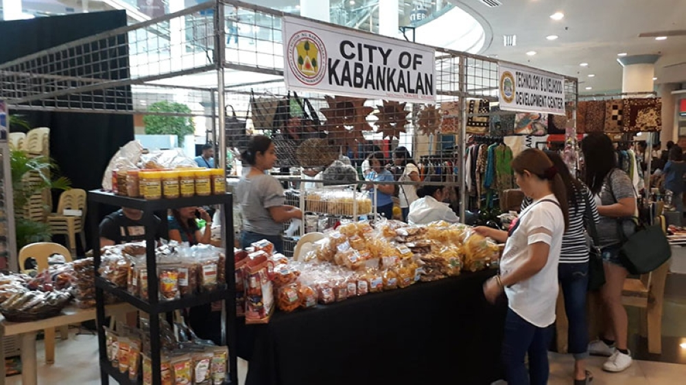 BACOLOD. Some of the exhibitors at the ongoing 9th Negros Business Week at Robinsons Place Bacolod, which will run until Sunday, July 15. (Erwin P. Nicavera)
