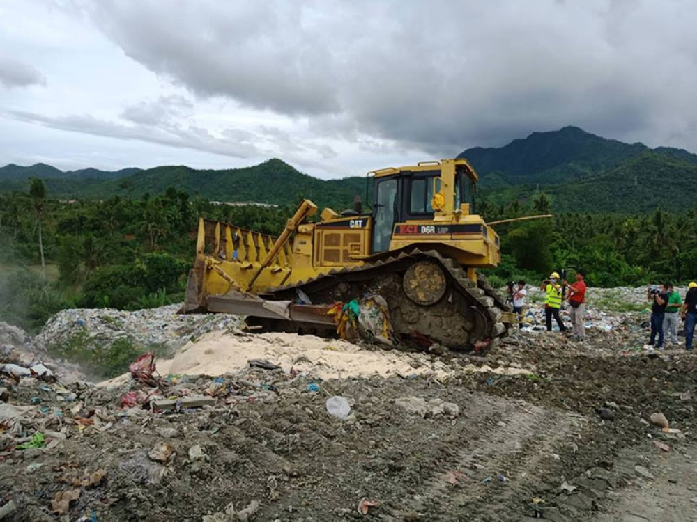 LEYTE. The 982 sacks of confiscated milled rice being dumped at a landfill area in Tacloban City on July 13 after it was found to be no longer fit for human and animal consumption. (Marie Tonette Grace Marticio)