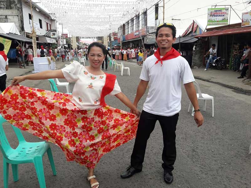 "LEYTE.  Teachers Myda Ibañez and Leandro Presbitero of Carigara, Leyte are just two of the nearly 5,000 pairs of dancers who participated in a folk dance show on Saturday, July 14, as their town attempted to make it to the Guinness World Records for the ""Largest Numbers of Philippine Folk Dancers (Kuratsa Dance)."" (Photo courtesy of Myda Ibañez)"