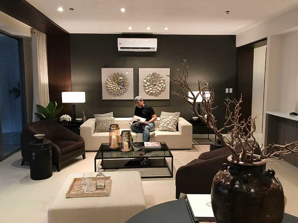 DAVAO. A peek into the future? Getting a feel of the luxury living lifestyle at the model unit of the Seaview unit. (Contributed photo)