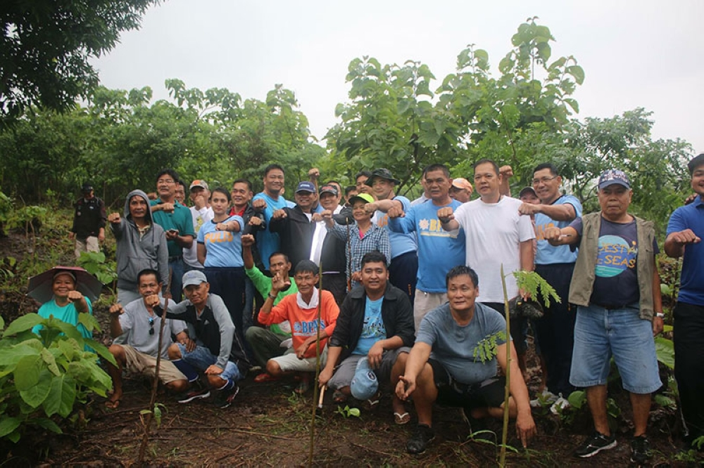"PAMPANGA. Arayat Mayor Emmanuel ""Bon"" Alejandrino, SB members, local police personnel and other local government employees pose for posterity before the tree planting activity in Mt. Arayat. (Contributed Photo)"
