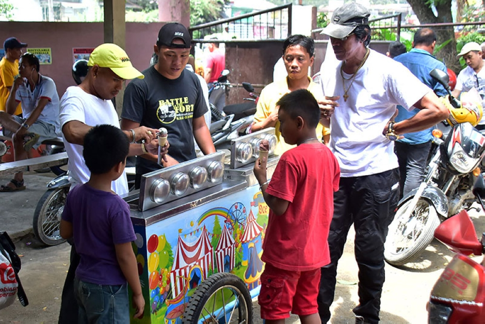 DAVAO. After Manny Pacquaio's intense fight Sunday noon, July 15, 2018, several spectators line up to buy an ice cream after watching the free viewing at the Ma-a Elementary School gym. (Photo by Macky Lim)