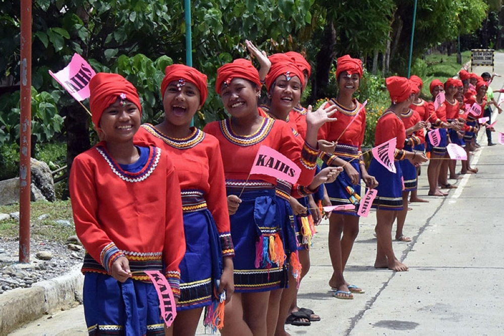 APAYAO. High school students in Kabugao, Apayao in their cultural attires welcome guests from the Regional Development Council and the province of Kalinga during the Cordillera Unity Gong Relay in Kabugao, Apayao last week. (Photo by Redjie Melvic Cawis)