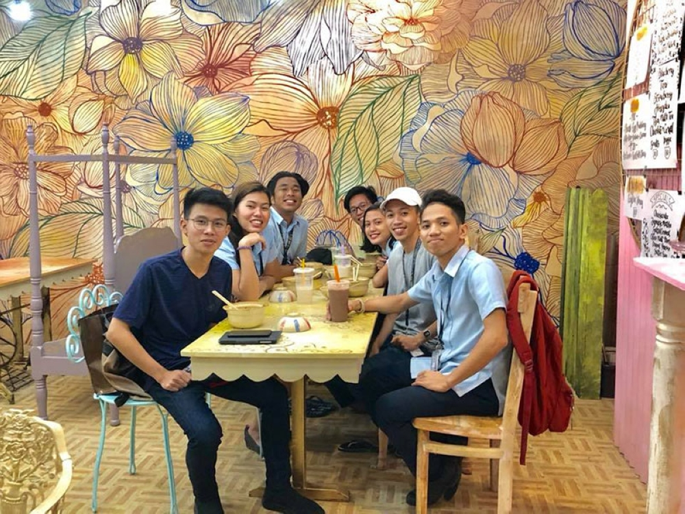 CAGAYAN DE ORO. Even students from another school visit Tea O'clock Bubble Tea House. (Photo from Tea O'clock Facebook page)
