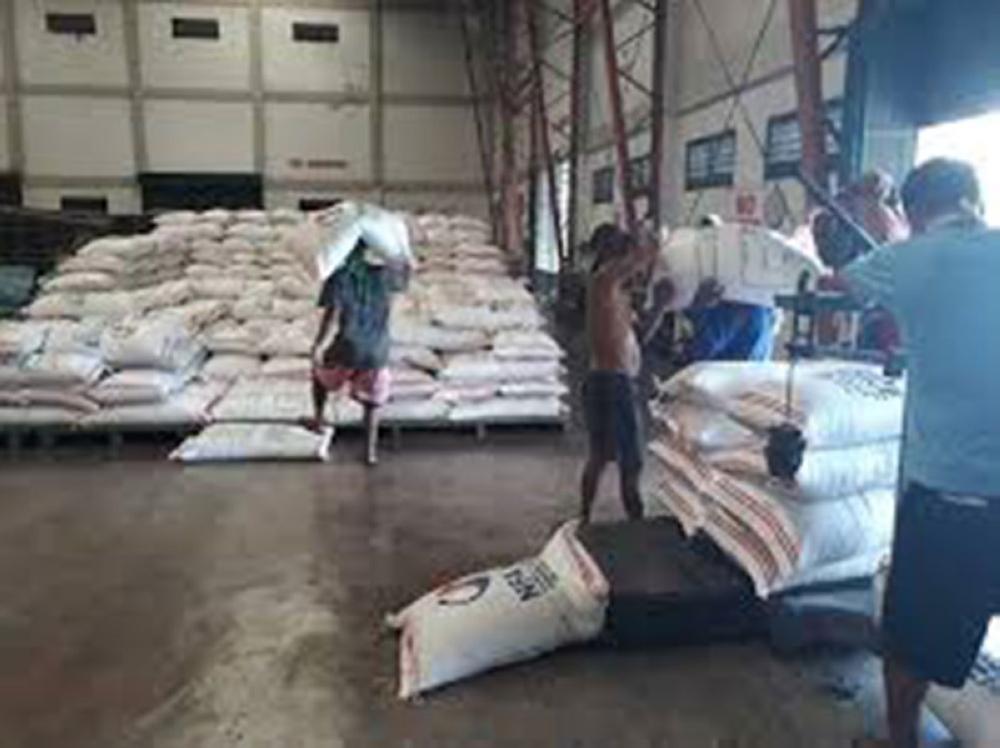 Caption: Bugas nga gikan sa National Food Authority (NFA) mao nay kan-on sa linibong mga piniriso sa Cebu Provincial Detention and Rehabilitation Center. (SunStar file foto)