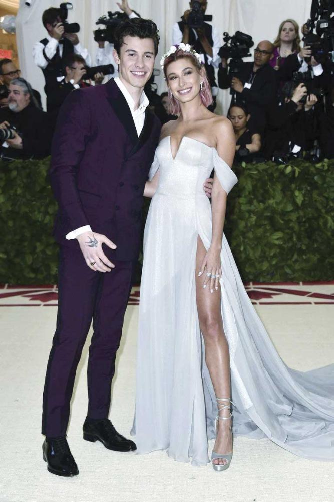 Shawn Mendes and Hailey Baldwin foto /Cosmopolitan