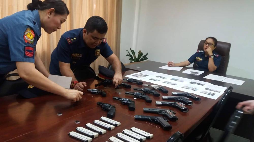 CEBU. City Police Director Royin Garma presents the confiscated firearms Friday, July 20. (Photo by Johanna Marie O. Bajenting/SunStar Cebu)